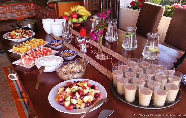 TheFeel foodies by Nadja Kotrchova raw breakfast and papaya smoothies