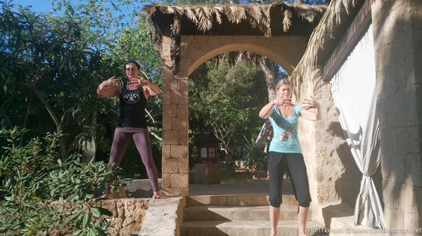 TheFeel ZenmaX energizing qigong intermezzo at Afkes magic Yoga retreat 1